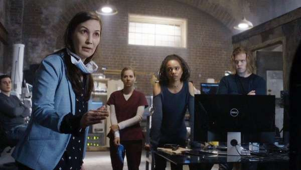 Кадр из сериала Путешественники